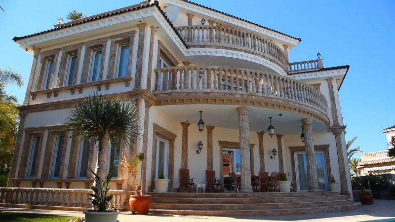 8 bed Villa for Sale in Cabo Roig
