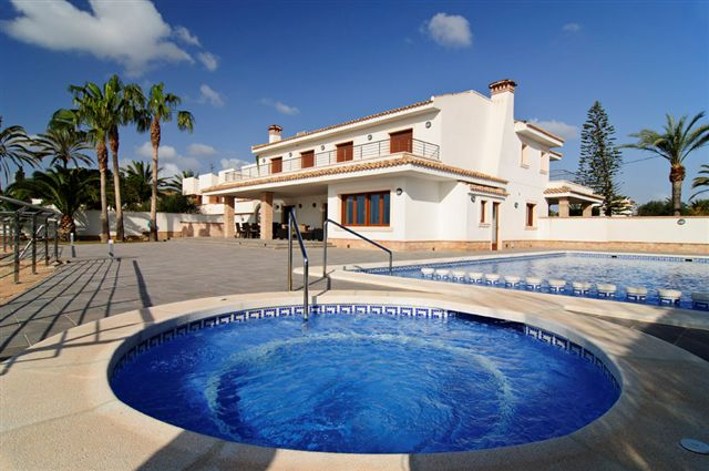 6 bed Villa for Sale in Cabo Roig
