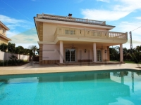 LUXUS-VILLA MIT LIFT DIREKT AM STRAND IN CABO ROIG